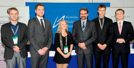 Laureaci konkursu na najlepszą prezentację problemów regulacji finansowych pod patronatem KNF, NBP i MF.